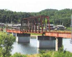 鉄道橋を歩く